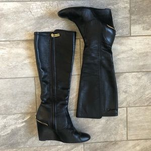 TORY BURCH HENDIN BLACK LEATHER WEDGE BOOT. 8M